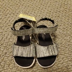Toms toddler sandals NWT size 6